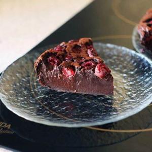 Шоколадный клафути с ягодами