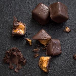 Шоколадні цукерки з ніжною апельсиновою начинкою