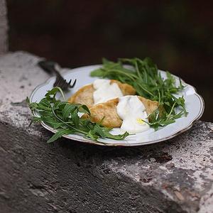 Паровые вареники на кефире со средиземноморской сырной начинкой