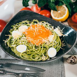 Спагетті зі шпинатом під томатним соусом