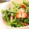 Скандинавський салат з каперсами з кульбаб