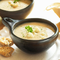 Ніжний крем-суп з цвітної-капусти з бланшованим шпинатом